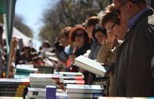 Es busquen voluntaris que llegeixin a la gent gran per Sant Jordi