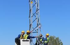 Endesa construeix una nova línia elèctrica per millorar el servei