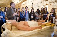 Les escoles coneixen de primera mà la momificació dels faraons