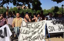 La Plataforma antifons obligatori es manifesta davant del Parlament