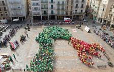 Un miler d'infants recreen el Drac de Reus per l'Hola Sant Pere