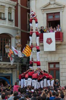 Els Xiquets de Reus carreguen el 3de9 folrat per Sant Pere