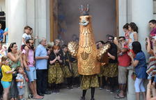 L'Àliga Petita de Reus regna per un dia a la plaça Mercadal