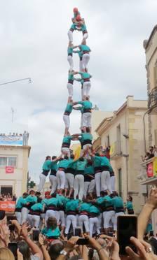 Els Castellers de Vilafranca descarreguen un nou 3de10fm a la plaça de la Vila de l'Arboç