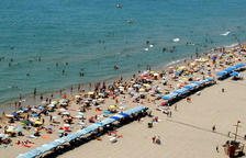 Una mujer de 68 años muere ahogada en la playa de Calafell