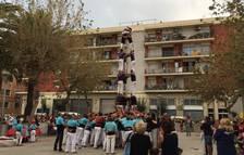 Els Xiquets del Serrallo porten els castells de set a la seva Diada Blava