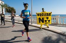 Desenes de 'zombis' corren per simbolitzar que les nuclears són «morts vivents»