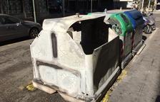 Cremen tres contenidors al Vendrell