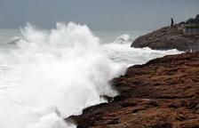 Alerta per onades que poden superar els 2,5 metres a les Terres de l'Ebre