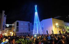 Els veïns de La Pobla omplen la plaça de la Vila per donar la benvinguda al Nadal