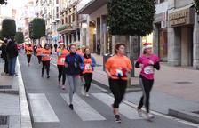 Multitud de persones corren la Sant Silvestre de Reus per acabar l'any