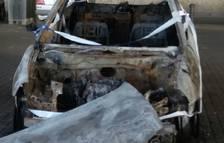 Un cotxe calcinat porta deu dies a l'aparcament del Miracle