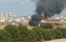 Incendi de vegetació a prop dels polígons Francolí i Entrevies