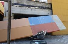 Mor un camioner al Vendrell en caure-li a sobre del vehicle una placa de formigó