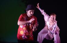 El Teatre Àngel Guimerà continua la programació amb l'espectacle familiar 'Bombolles de paper'