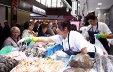El 90% de las pescaderías del Mercado cierra durante la tarde del sábado