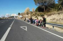 Denuncian el peligro que supone la parada de bus del Pont del Diable