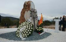 Les Terres de l'Ebre recorden les víctimes de Freginals amb roses blanques