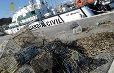Intervenen 30 nanses de pesca per pops que suposaven un perill per la navegació