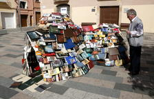 20.000 llibres guarneixen els carrers de Vila-seca per Sant Jordi