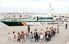 Un grup d'usuaris de la bibilioteca de Torredembarra visita les instal·lacions del Servei Marítim
