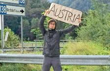 «Viatjo per 10 euros al dia fent autoestop i allotjant-me amb Couchsurfing»