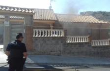 Un incendio en una vivienda en Segur de Calafell descubre 15 plantas de marihuana