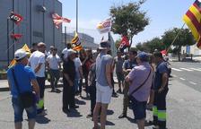 Uns 60 manifestants protesten contra els acomiadaments a l'empresa PGI de la Selva