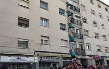 Els Castellers de Sant Pere i Sant Pau descarreguen per primera vegada un castell de vuit al seu barri