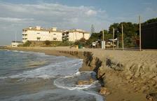 La platja del Francàs torna a quedar-se sense sorra