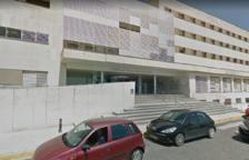 Denuncien el tancament de dues plantes i la reducció de personal a l'Hospital de Tortosa