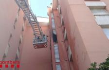 Un incendi crema un balcó d'un pis del barri tarragoní de Campclar