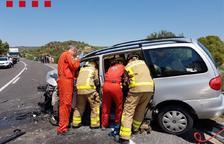 Cinc ferits en un accident a Flix