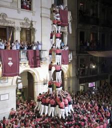 La plaça del Blat espera el 3 de 10 emmanillat i castells sense folre per Firagost a Valls