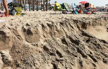 La regressió de sorra afecta a un nou tram de la platja de Coma-ruga