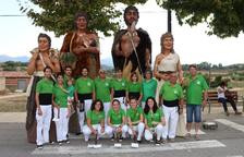 La família completa de Gegants Neolítics de l'Espluga inicia la ruta pel territori