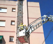 Crema la xemeneia d'una bugaderia a Torredembarra