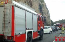 Tres ferits en un accident múltiple entre cinc vehicles a la Riba