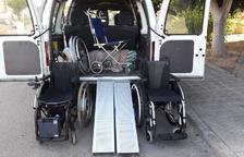 Una campaña solidaria consigue una silla de ruedas para un vendrellense sin recursos