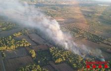 Els bombers controlen un petit incendi a Aiguamúrcia