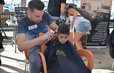 Cambrils talla el cabell contra el càncer infantil