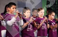 Els més petits ballen als sons de les gralles i els timbals