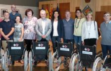Els organitzadors de Sosciathlon donen 6 cadires de rodes a les escoles de Salou
