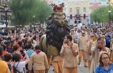 La Professó de Santa Tecla omple els carrers de la Part Alta