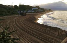 Costes estudia la pèrdua de sorra de la plaja de Coma-ruga