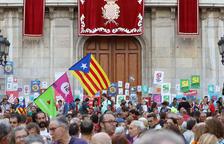 L'Ajuntament empaperat, «símbol de llibertat» a la 'Marató per la Democràcia'