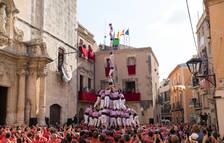 Els castells sense folre protagonitzen la diada de Santa Teresa del Vendrell