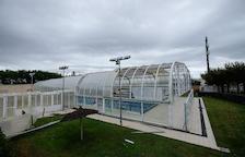 El temporal de dimecres va afectar part de la coberta de la piscina de la Pobla