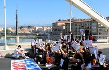 Mig miler d'universitaris es manifesten a Tarragona amb crits en contra del PDeCAT i el PP