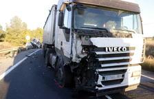 Una víctima mortal en un accident entre un camió i una furgoneta a Valls